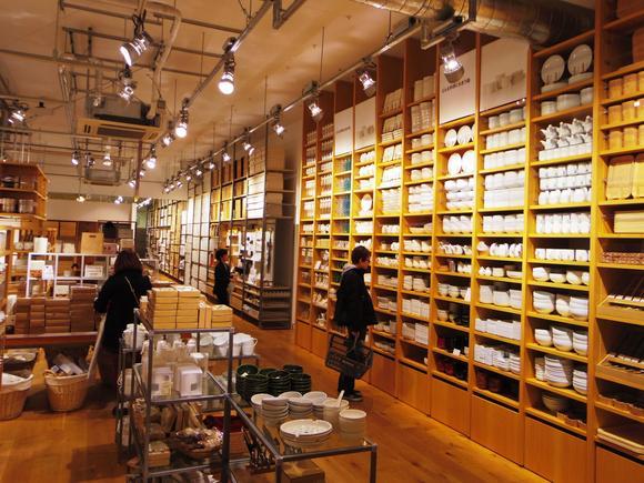 日本の無印良品がニューデリーに3号店をオープン。これでインド国内の店舗は、ニューデリー、バンガロール、ムンバイの合計3店舗となった。このブランドでは、衣服、  ...
